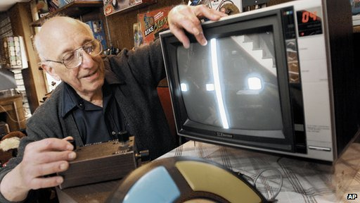 Video-game pioneer Ralph Baer dies-BBC