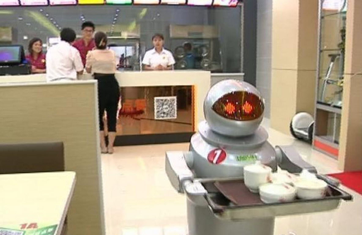 A restaurant in China has now replaced human waiters with robots