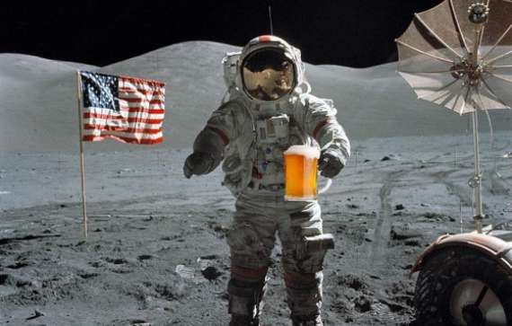 astronaut-drinking-water-on-the-international-space-station-animated-3081363